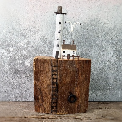 Miniature lighthouse & cottage
