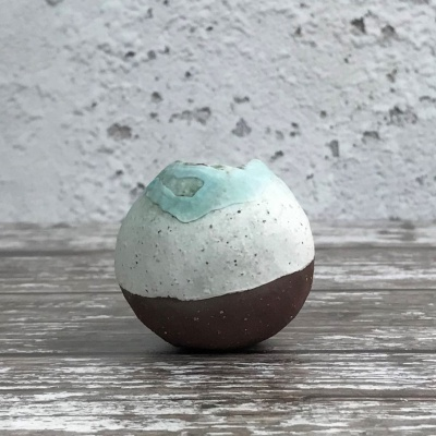 Small pebble vessel in red clay