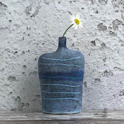 Small slab stoneware bottle - Tracks design